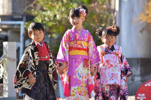 Shichigosan children