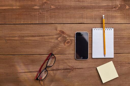 Glasses, smartphones and writing instruments 1