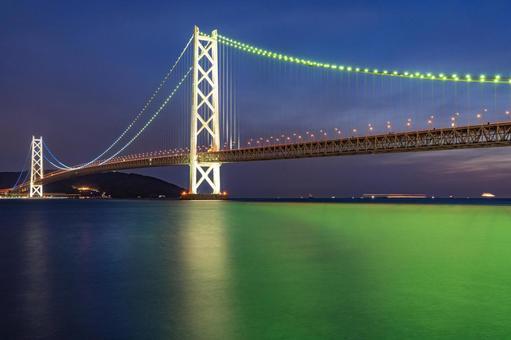Akashi Kaikyo Bridge that glows green