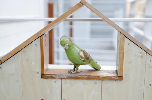 A bird's object