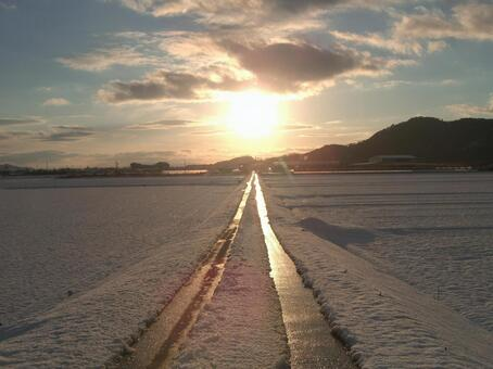One Road to the Sun 001