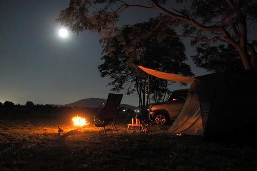 Full moon night camp (tent / bonfire)