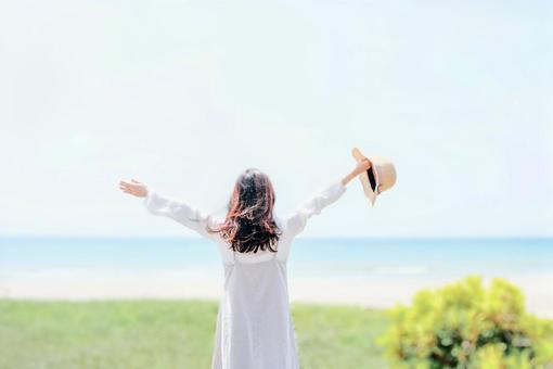Woman rejoices in the blue sea