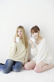 Female friend Foreigner and Japanese 1