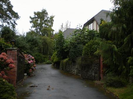 Victoria / Garden entrance