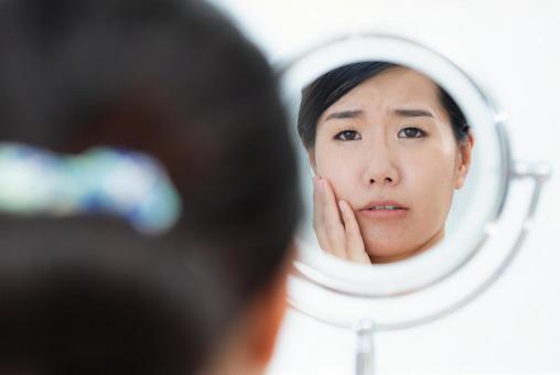 美容イメージ 女性の顔