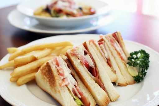 아메리칸 클럽 하우스 샌드위치