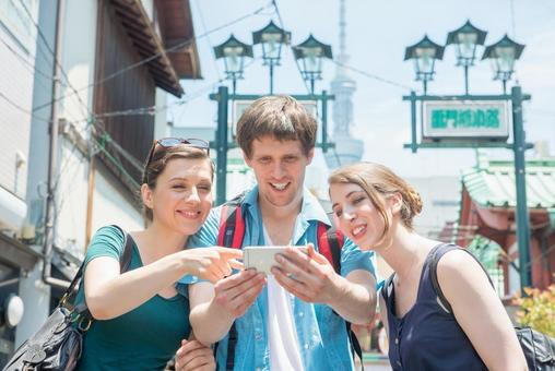 Foreign tourist group using a smartphone group 1