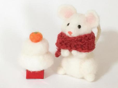 New Year's card Zodiac Mouse and Kagamimochi New Year's decoration (sideways)