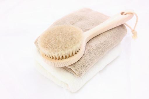 Towel and body brush 2