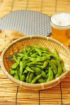 Edamame beans and beer 2
