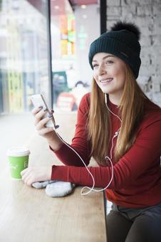Women listening to music at a cafe 3