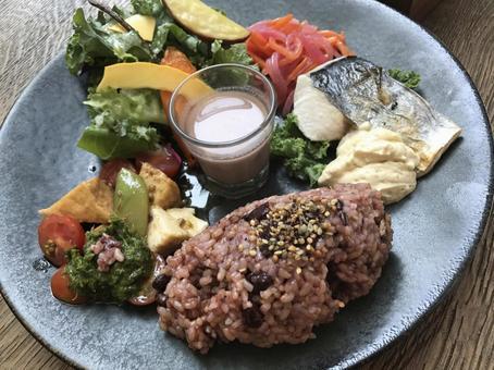 Macrobi cuisine Healthy lunch plate