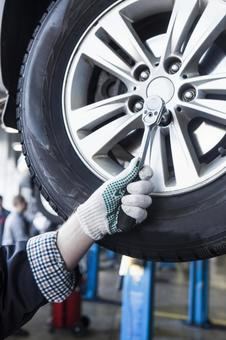 Automobile mechanic servicing tires 1