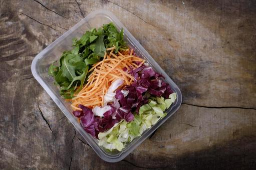 Cut salad in a container 1