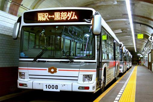 관전 터널 전기 버스의 이미지