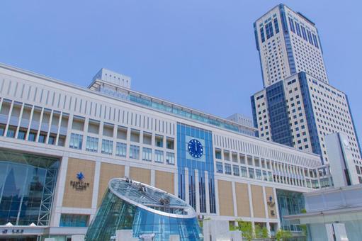札幌站南口中午