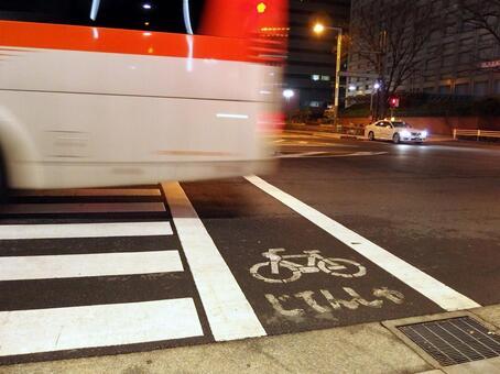 人行横道和公共汽车