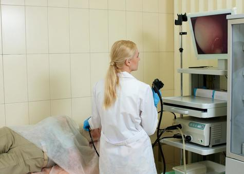 Foreign nurse female doctor who inspects with foreign nurse male who undergoes gastroscope camera examination 6
