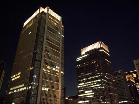 밤의 원형 빌딩과 신 마루 노우치 빌딩 2