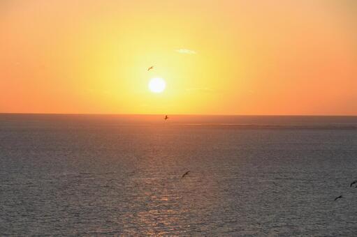 沖縄県の知念岬から見た朝日