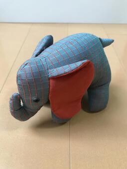 蓝色的大象毛绒玩具