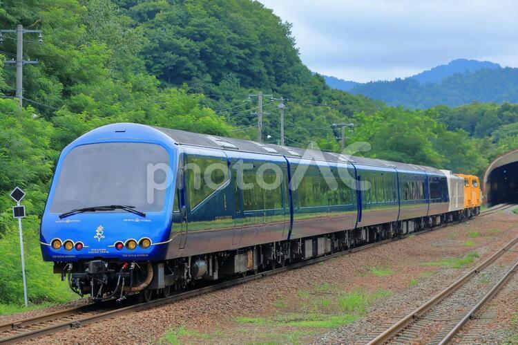 北海道内を走るロイヤルエクスプレス 客車側の写真