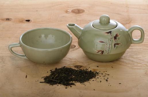 Tea set and tea leaves