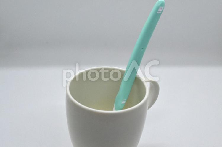 歯ブラシとコップの写真