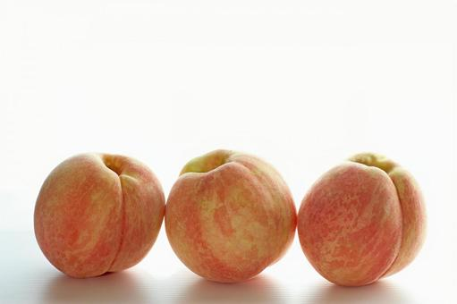 Peach _ three women 03