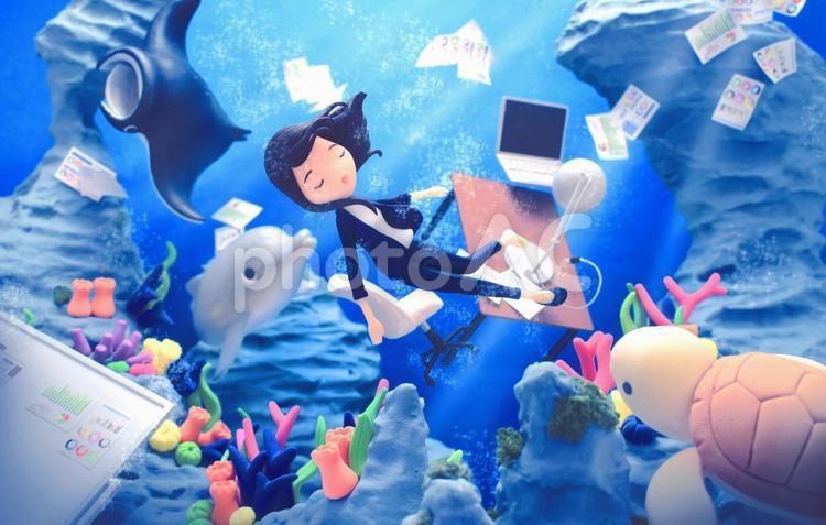 仕事を忘れて海にダイブの写真