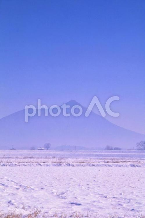 降雪後の筑波山の写真