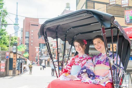 Women's Yukata rode rickshaw women Foreign tourists 3