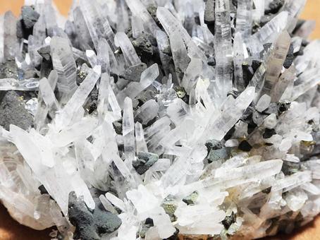 슬림 수정 (쿼츠) 광물