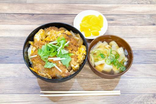 Katsudon set meal