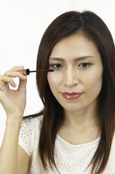 婦女粉刷睫毛膏1