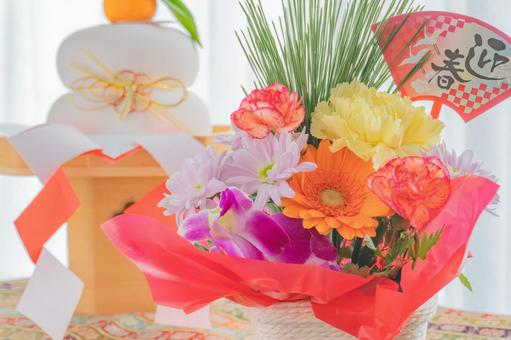 New Year's decoration flower arrangement and Kagami mochi