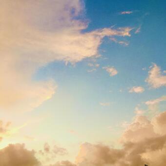 아름다운 일몰 아름다운 아침 놀 오렌지 빛으로 빛나는 구름