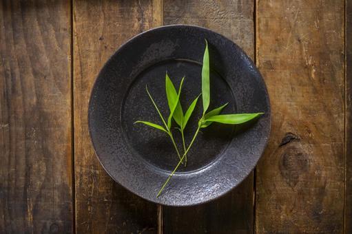 Bamboo leaf_black plate