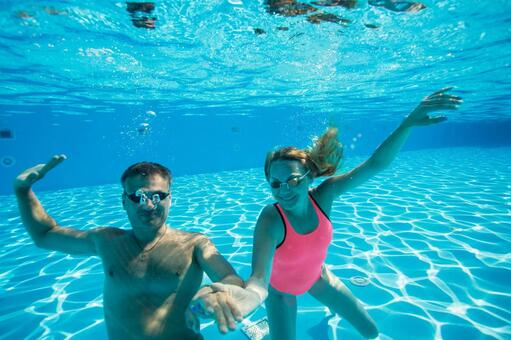Couples dive underwater shooting 1
