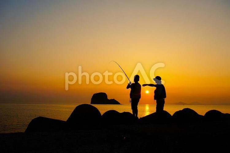 親子 魚釣りの写真
