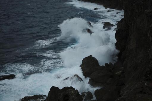沖繩驚濤駭浪