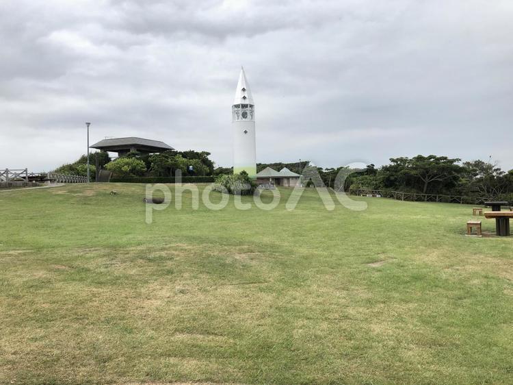 城ヶ島公園のピクニック広場と安房埼灯台の写真