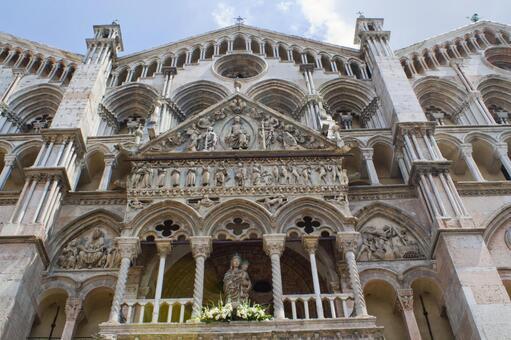 White building of Bologna 4