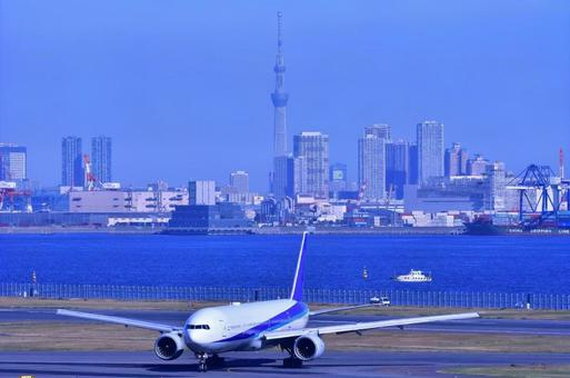 도쿄 스카이 트리와 비행기