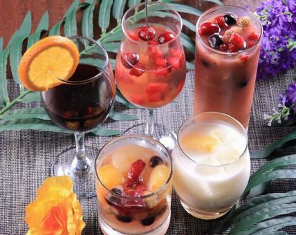 Fruit liquor (cocktail) image