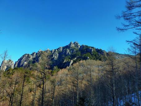 청명한 하늘과 루이 牆山 겨울