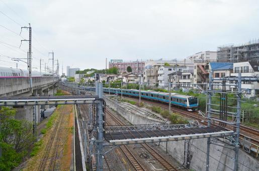 JR 선 왕자 가미 나카 자토 역 사이의 경관 게이 힌 도호쿠 선 및 신칸센 도쿄도 키타 구 니시가하라 부근에서