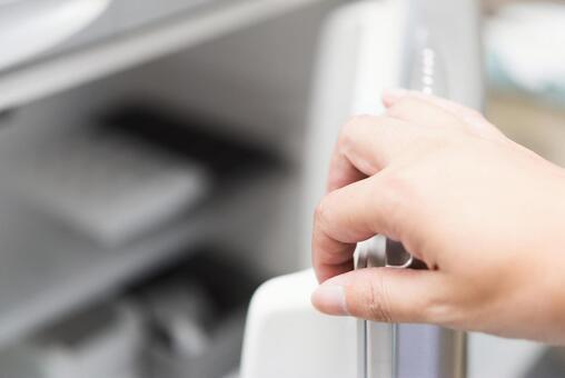냉장고를 연다