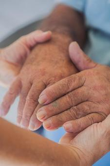Elderly hands and supporting hands 8
